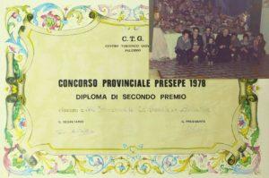 3) Concorso 1978, accanto alcuni giovani del tempo che hanno collaborato alla costruzione del presepe.
