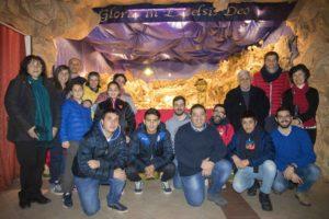 9) Parte del gruppo 2016. Sotto la volta della grotta ricostruita in occasione del 50° Anniversario dalla nascita del Presepe.